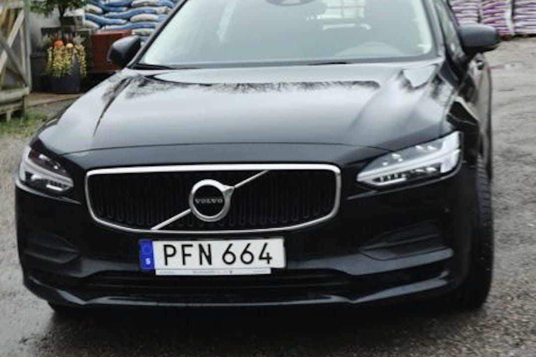 Billig biluthyrning av Volvo V90 i närheten av 602 37 Kneippen.