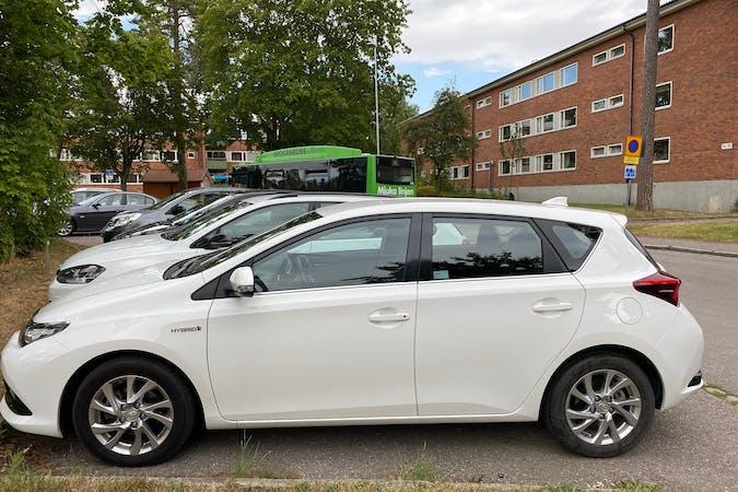 Billig biluthyrning av Toyota Auris Hybrid i närheten av 752 40 Eriksberg-Håga.