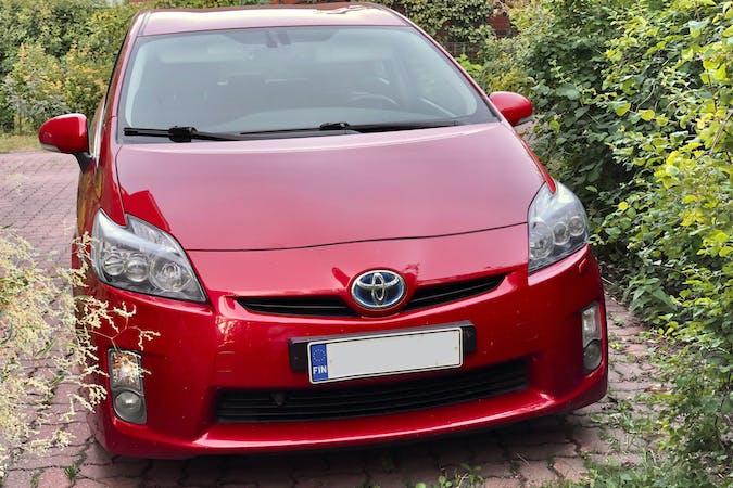 Toyota Priusn halpa vuokraus GPSn kanssa lähellä 00370 Helsinki.