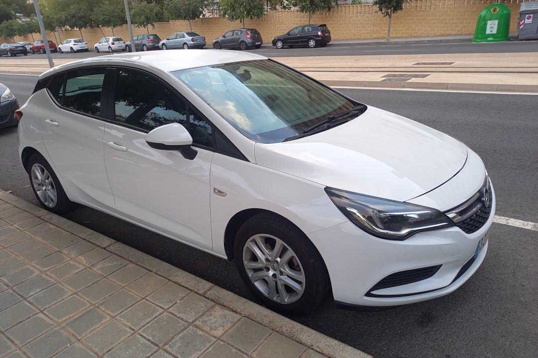 Alquiler barato de Opel Astra cerca de 03540 Alicante (Alacant).