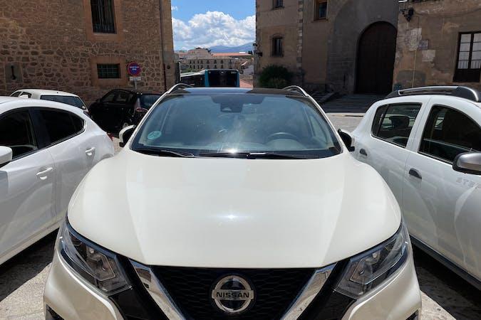 Alquiler barato de Nissan Qashqai con equipamiento GPS cerca de 28300 Aranjuez.