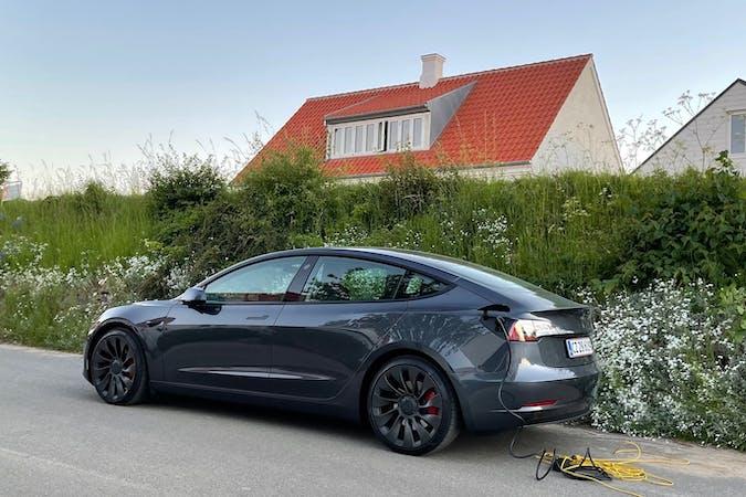 Billig billeje af Tesla Model 3 med GPS nær 2700 København.
