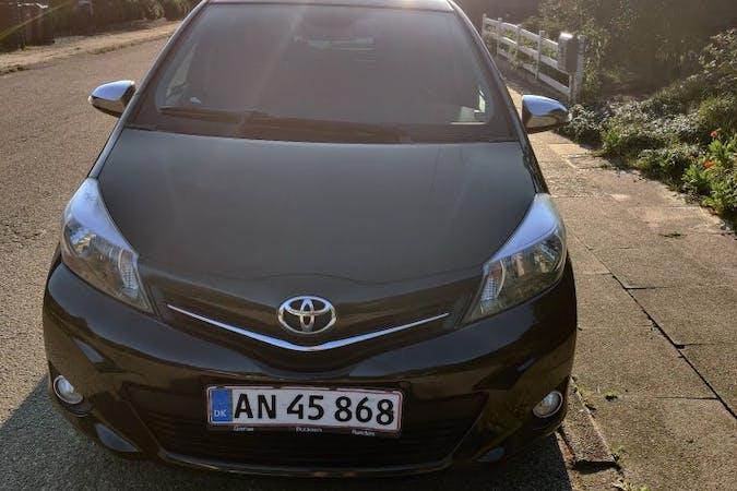 Billig billeje af Toyota Yaris nær 8300 Odder.