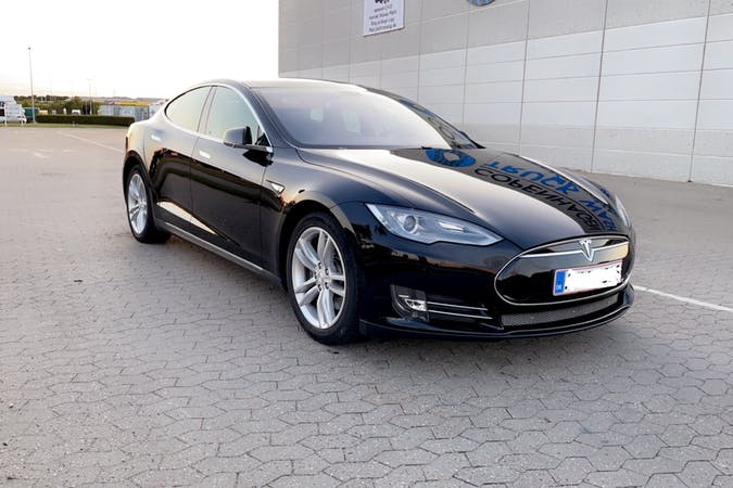 Billig billeje af Tesla Model S med GPS nær 2680 Solrød Strand.