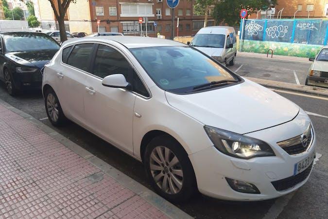 Alquiler barato de Opel Astra cerca de 28935 Móstoles.