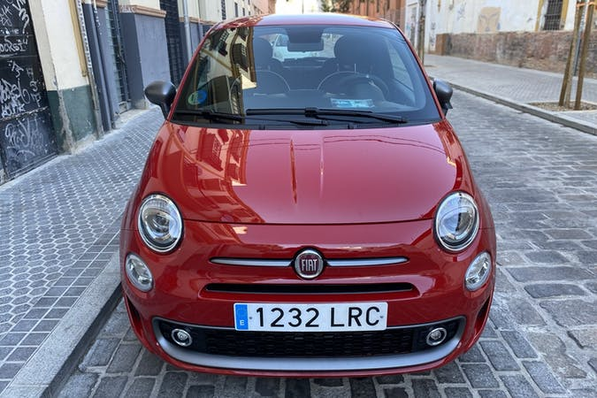 Alquiler barato de Fiat 500 con equipamiento Bluetooth cerca de 41002 Sevilla.