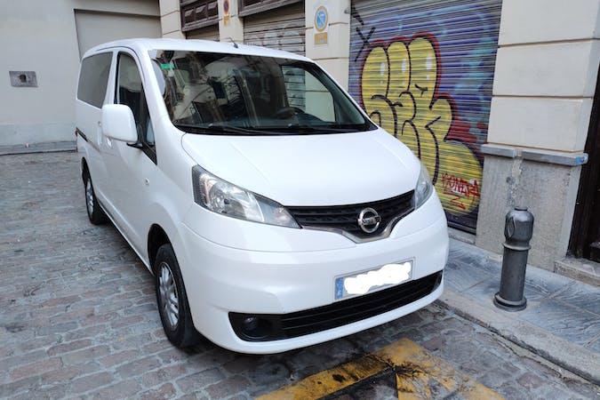 Alquiler barato de Nissan NV200 con equipamiento GPS cerca de 18001 Granada.