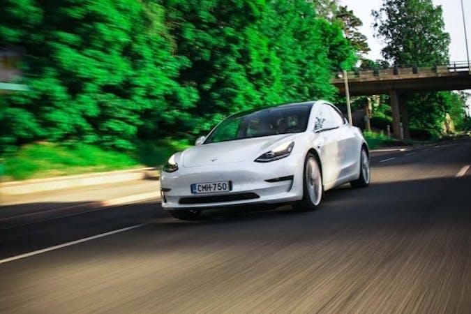 Tesla Model 3n halpa vuokraus GPSn kanssa lähellä 01660 Vantaa.