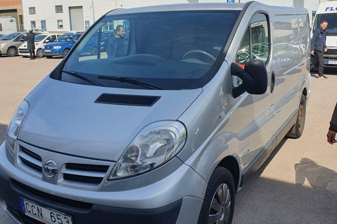 Billig biluthyrning av Nissan Primastar med Dragkrok i närheten av  Farsta distrikt.