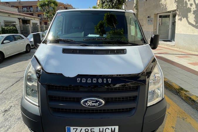 Alquiler barato de Ford Transit con equipamiento Bluetooth cerca de  Barcelona.