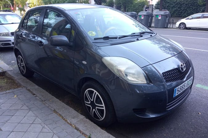 Alquiler barato de Toyota Yaris cerca de 28010 Madrid.