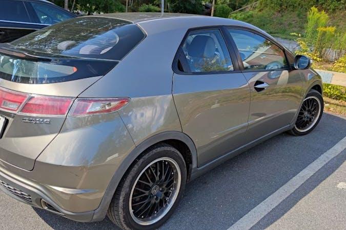 Billig biluthyrning av Honda Civic med Bluetooth i närheten av 132 42 .