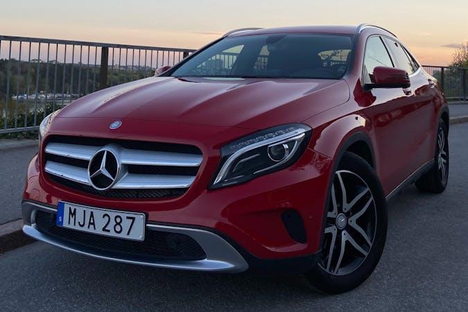 Billig biluthyrning av Mercedes GLA med Isofix i närheten av  .