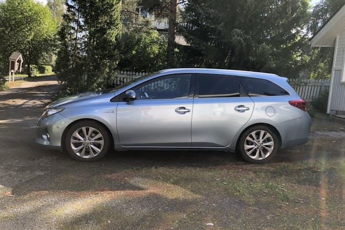 Toyota Auris Hybridn halpa vuokraus GPSn kanssa lähellä 33520 Tampere.