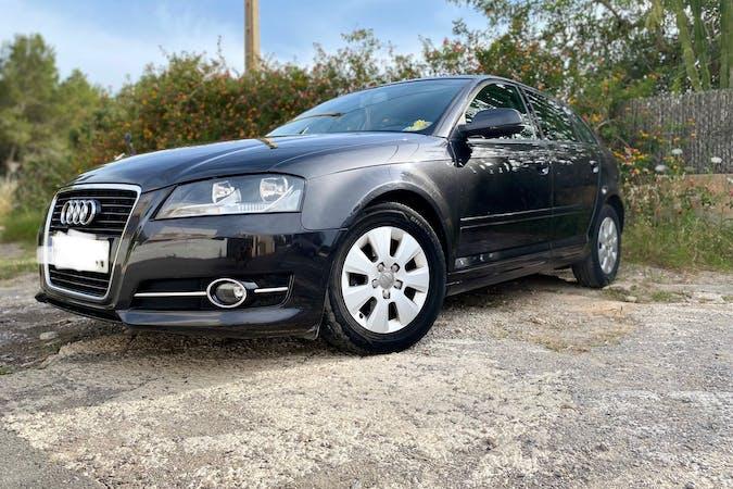 Alquiler barato de Audi A3 Sportback con equipamiento GPS cerca de 07840 Santa Eulària des Riu.