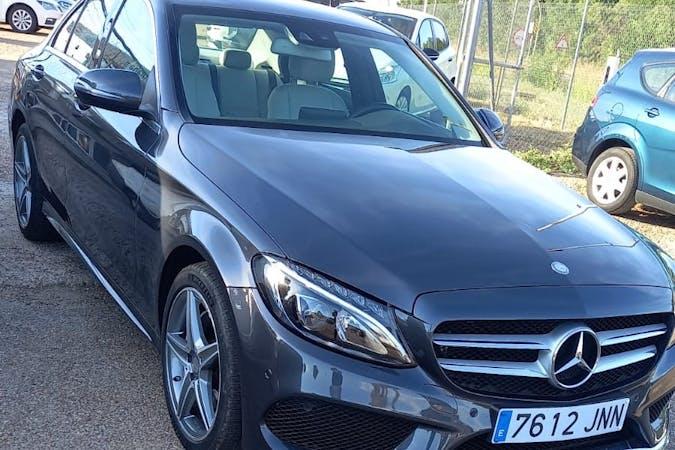 Alquiler barato de Mercedes C-Class con equipamiento GPS cerca de 06200 Almendralejo.