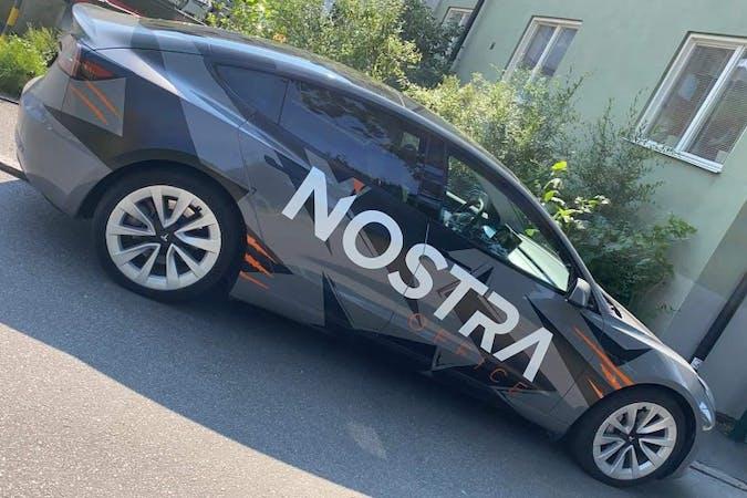 Billig biluthyrning av Tesla Model 3 med GPS i närheten av  Älvsjö.