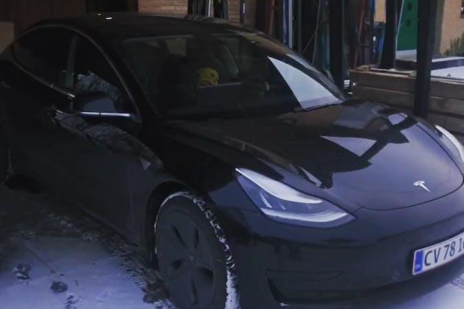 Billig billeje af Tesla Model 3 med GPS nær 8220 Brabrand.