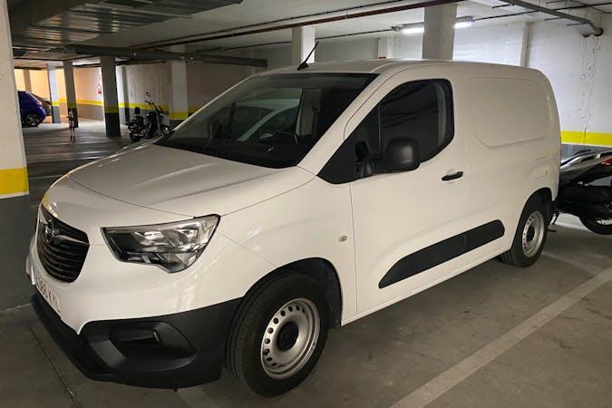 Alquiler barato de Opel Combo con equipamiento GPS cerca de 28521 Rivas-Vaciamadrid.