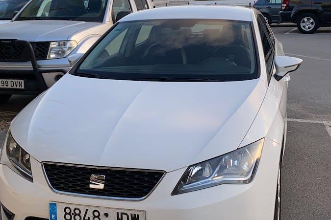 Alquiler barato de Seat León con equipamiento Bluetooth cerca de 07800 .