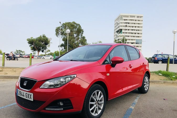 Alquiler barato de Seat Ibiza con equipamiento Fijaciones Isofix cerca de 08016 Barcelona.