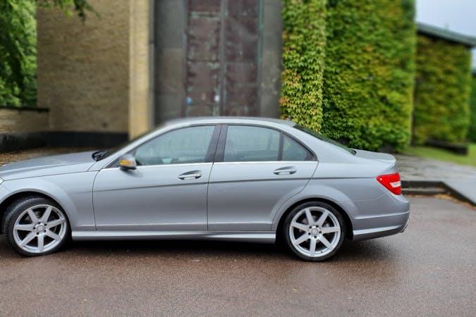 Billig biluthyrning av Mercedes C-Class med GPS i närheten av 411 39 Heden.