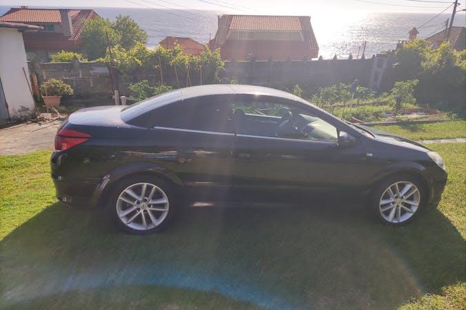 Alquiler barato de Opel Astra Twin Top con equipamiento Fijaciones Isofix cerca de 36211 Vigo.
