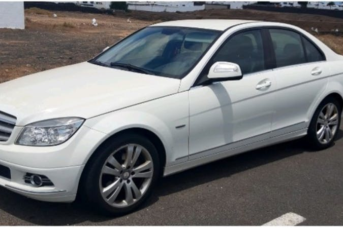 Alquiler barato de Mercedes C-Class cerca de 35509 Aeropuerto de Lanzarote.