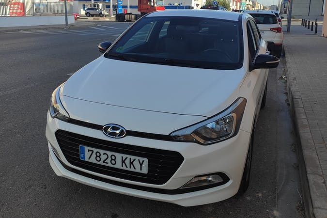 Alquiler barato de Hyundai i20 cerca de 08028 Barcelona.