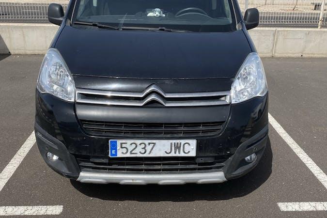 Alquiler barato de Citroën Berlingo con equipamiento GPS cerca de 35500 Arrecife.