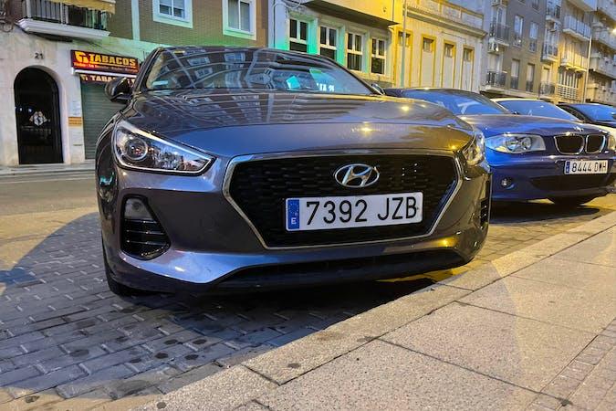 Alquiler barato de Hyundai i30 cerca de 41005 Sevilla.