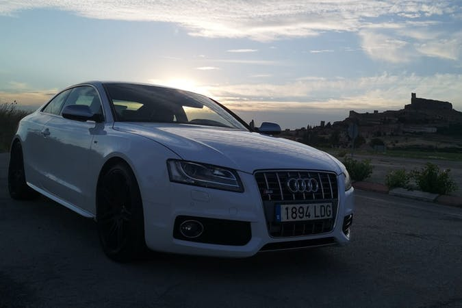 Alquiler barato de Audi S5 cerca de 28032 Madrid.