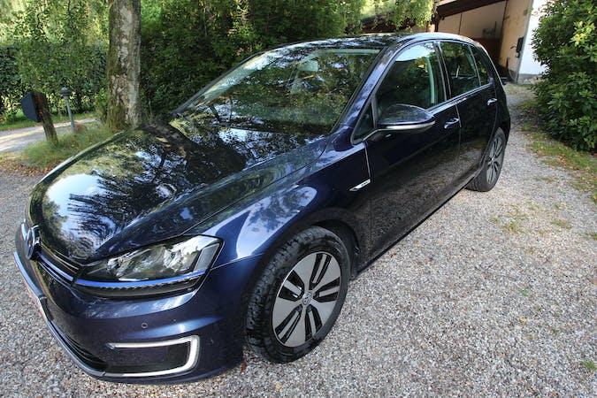 Billig billeje af Volkswagen Golf med GPS nær 3400 Hillerød.