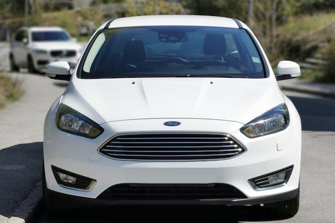 Billig biluthyrning av Ford Focus med Isofix i närheten av 121 39 Hammarbyhöjden.