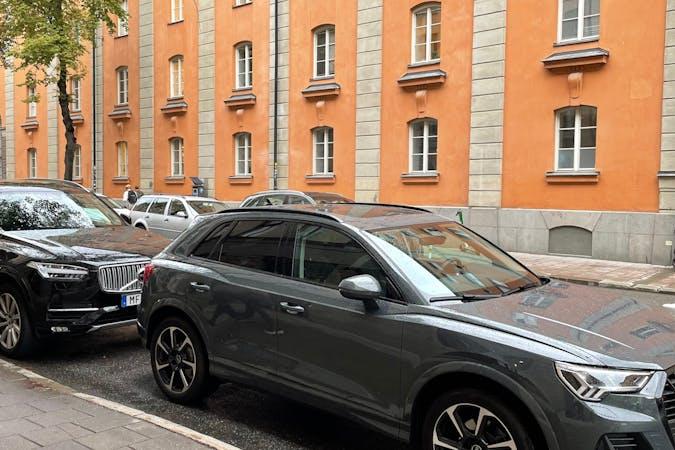 Billig biluthyrning av Audi Q3 med GPS i närheten av  Norrmalm.