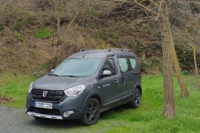 Alquiler barato de Dacia Dokker con equipamiento GPS cerca de 43330 Riudoms.