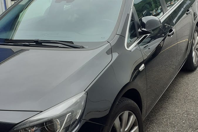 Alquiler barato de Opel Astra con equipamiento GPS cerca de 48004 Bilbo.