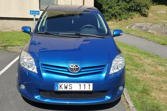 Billig biluthyrning av Toyota Auris med Bluetooth i närheten av  Backa.