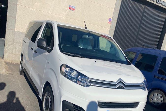 Alquiler barato de Citroën Jumpy con equipamiento Bluetooth cerca de 35500 Arrecife.