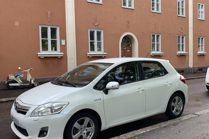 Toyota Auris Hybridn lalpa vuokraus lähellä 00550 Helsinki.