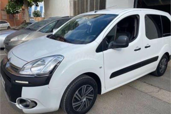 Alquiler barato de Citroën Berlingo cerca de  Arrecife.