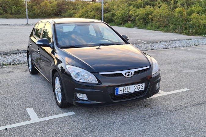 Billig biluthyrning av Hyundai i30 med Isofix i närheten av 213 76 Fosie.