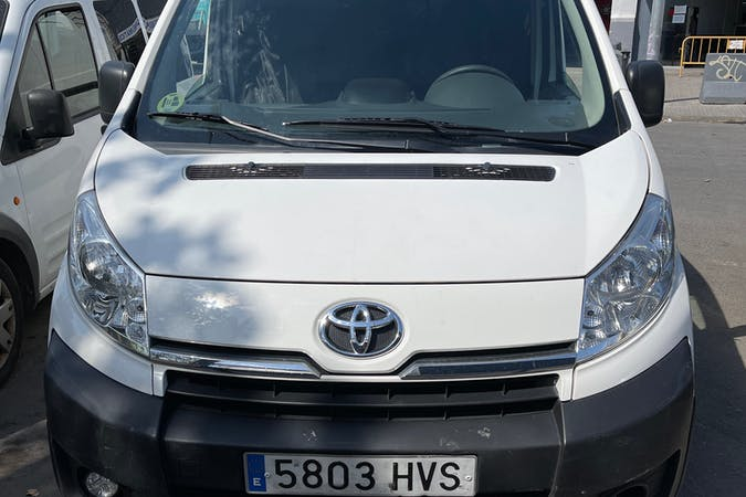 Alquiler barato de Toyota ProAce cerca de  Barcelona.