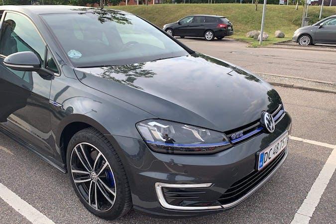 Billig billeje af Volkswagen Golf med GPS nær 2400 København.