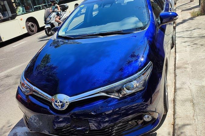 Alquiler barato de Toyota Auris Hybrid con equipamiento GPS cerca de 08027 Barcelona.