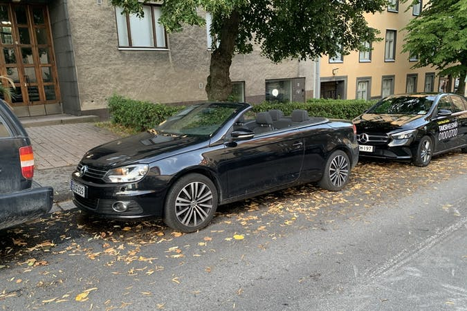 Volkswagen EOSn halpa vuokraus GPSn kanssa lähellä 00100 Helsinki.