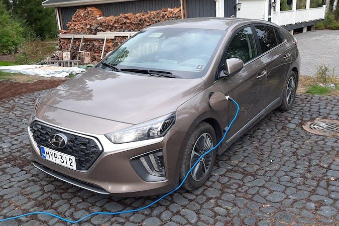 Hyundai Ioniqn halpa vuokraus Isofix-kiinnikkeetn kanssa lähellä 04300 Hyrylä.