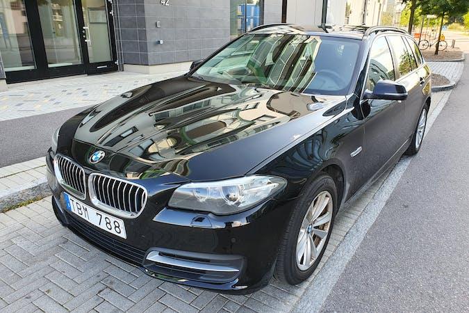 Billig biluthyrning av BMW 5 Series med Dragkrok i närheten av 583 28 .