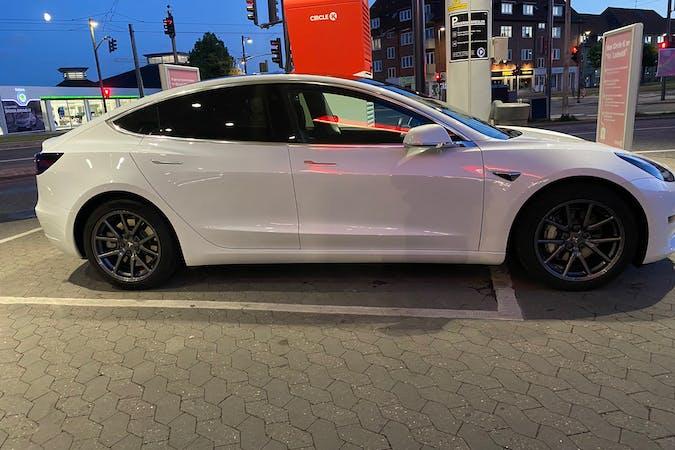Billig billeje af Tesla Model 3 med GPS nær 5000 Odense.