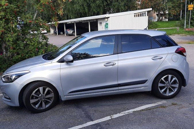 Hyundai i20n halpa vuokraus Isofix-kiinnikkeetn kanssa lähellä 01300 Vantaa.